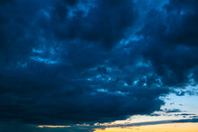 Dark Blue Clouds Before Storm . Spectacular Heaven With Twilight