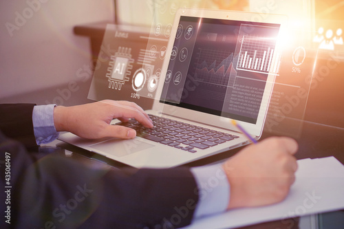 Tela Business people using computer laptop HUD screen display projection, reading cha