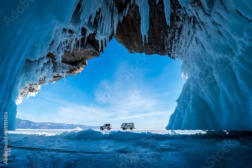 Inside the blue ice cave with couple love at Lake Baikal, Siberia, Eastern Russia Fototapet