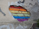 Fototapeta Tęcza - Barwna tęcza namalowana na starym murze