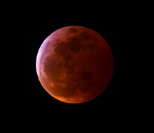 Close Up Of  The Super Blood Wolf Moon  Lunar Eclipse Of January 2019