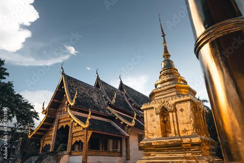 Golden Thai temples and pagodas Fototapeta