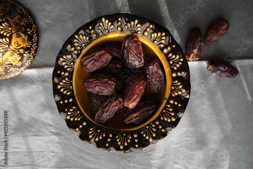 Obraz na plátne Delicious dates in an inlaid ceramic bowl