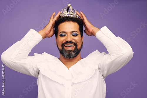 Stampa su Tela Portrait of drag queen with crown on head