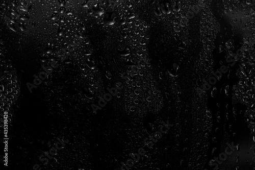 Papel de parede water drops on black background