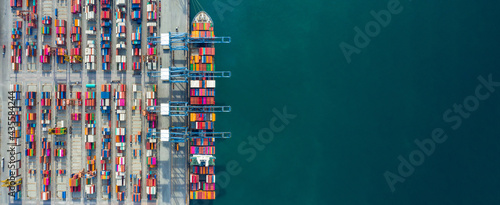 Canvastavla Aerial view container ship in port at container terminal port, Ship of container ship stand in terminal port on loading, unloading container, Commercial cargo ship in sea port
