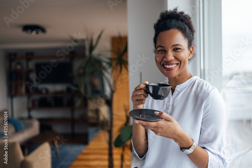 Fotografiet Smiling face, black woman, drinking tea at home.