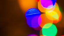 Sources Lumineuses Noyées Dans Un Bokeh Très Doux, Créant Ces Magnifiques Textures Stroboscopiques