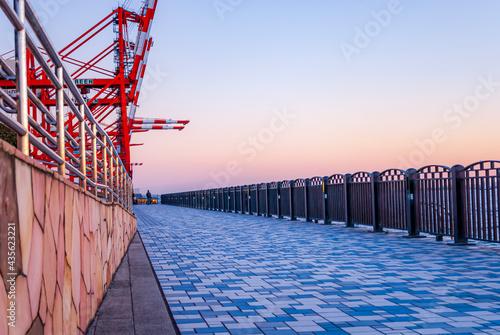 Obraz na płótnie 海沿いの遊歩道