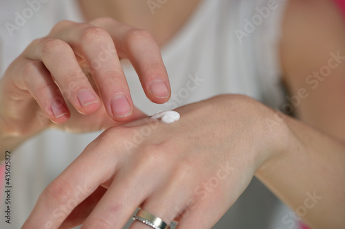Canvastavla Woman applying moisturize cream on hands