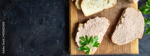 Foto liver pate chicken appetizer meat sandwich fresh portion organic, wholesome dish on the table healthy food meal snack copy space food background rustic