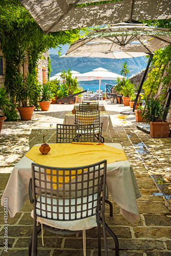 Canvas BUDVA, MONTENEGRO - 9 AUGUST, 2019: Restaurant with flowers in the old town of B