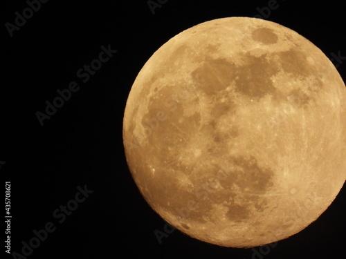 Foto Full moon against the black sky
