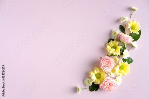 Obraz na plátně Flowers arrangement on pink background