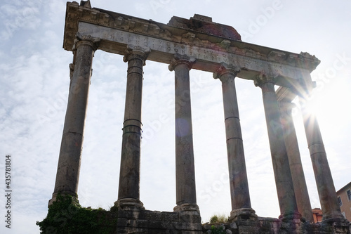 Fotomural Temple of Vespasian and Titus, ruins of the Roman forum in Rome