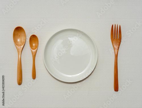 Fotografie, Tablou 空の皿と木のフォークとスプーン