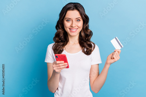 Murais de parede Photo of pretty cute young lady dressed white outfit holding modern gadget bank