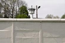 Ehemalige Innerdeutsche Grenze - Wachturm Und Grenzmauer - Fotografiert Im Rahmen Der Panoramafreiheit