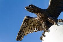 Estatua De Aguila En La Ciudad De Merida, Pais De Mexico