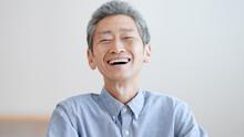 笑顔の高齢の男性