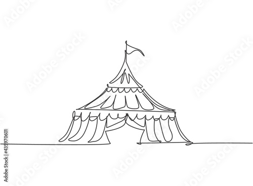 Single continuous line drawing circus tent in the shape of a triangle with stripes and a flag at the top Fotobehang