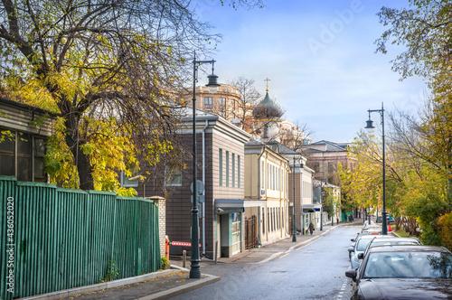 Obraz na płótnie Turchaninov Lane and Pokrovskaya Old Believer Church in Moscow