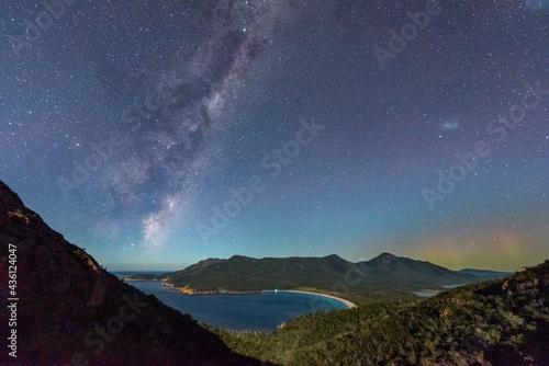 Fotografia Milky Way and Aurora Australis over moonlit Wineglass Bay, Tasmania