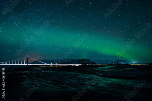 Obraz na plátně night photography of a landscape of a bridge over a river with cars crossing and