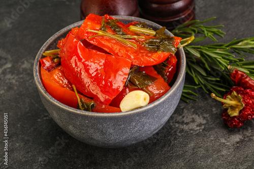 Tasty marinated red bell pepper Fotobehang