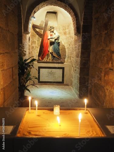 Obraz na plátně Portement de croix, station, Intérieur d'une église dans la vieille ville de Jér