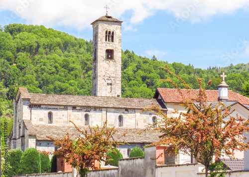 Valokuva A church at the foot of Mount Mottarone