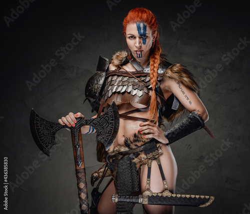 Fotografia Furious woman warrior with muscular build and axe in dark background