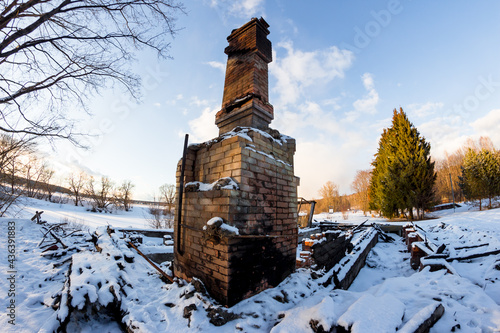 Papel de parede Remains of a burned down house with a brick oven in the middle of a snowy nature