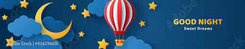 Foto Fluffy clouds on dark sky background with gold moon crescent, stars and red hot air balloon
