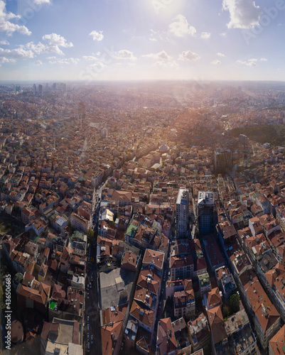 Foto Aerial view of the city of Istanbul, on a sunny summer day.
