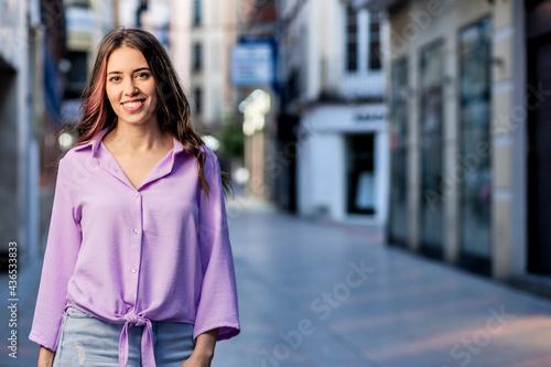 Fotografiet beautiful hispanic independent young woman lifestyle urban portrait