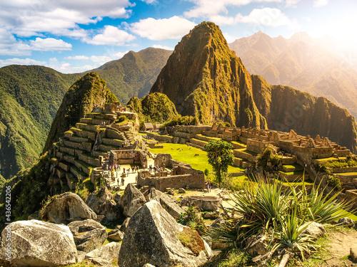 Fotografia Machu Picchu, peruvian lost city of Incas situated on mountain ridge above Sacred Valley of Urubamba River in Cusco Region, Peru