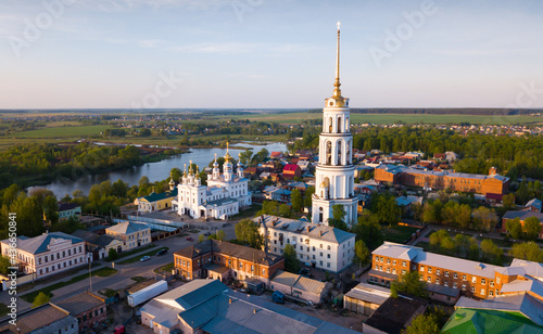Canvas Aerial view of Shuya Orthodox Resurrection cathedral and bell tower on background with Teza River and cityscape, Russia