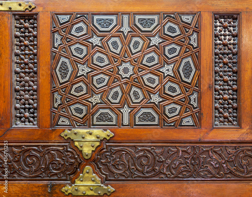 Obraz na plátne Closeup of wooden arabesque decorations tongue and groove assembled, inlaid with
