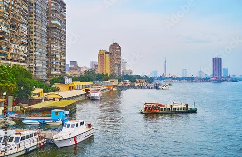 Stampa su Tela The pleasure boat on Nile river, Giza, Egypt