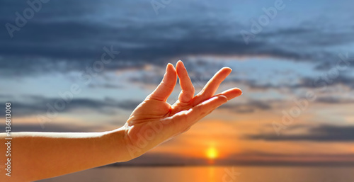 yoga, gesture and healthy lifestyle concept - hand of meditating yogi woman show Fototapet
