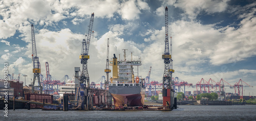 Canvastavla Panorama of the port from Hamburg in good weather conditions