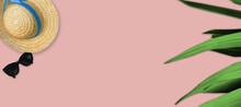 Chapeau De Paille Lunette De Soleil  Feuilles De Palmier Sur Fond Rose Pastel