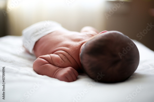 Obraz na plátně Wrinkly little infant sleeping