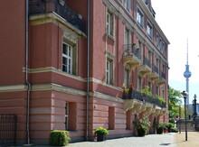 Historisches Bauwerk Am Fluss Spree Im Stadtteil Mitte, Berlin