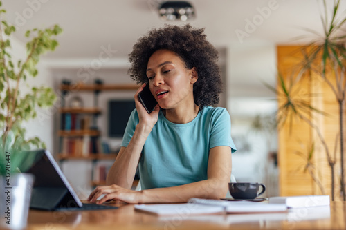 Foto Adult woman, making a phone call to her doctor, from home.