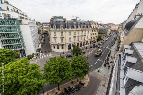Vue de Paris en France depuis un immeuble haussmannien Fotobehang