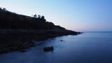 Fototapeta Fototapety z morzem do Twojej sypialni - Kamienisty brzeg po zachodzie słońca, Kreta, Grecja