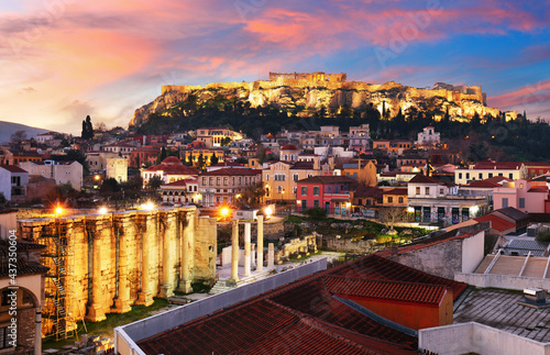 Fototapeta Panoramic view over the old town of Athens and the Parthenon Temple of the Acrop