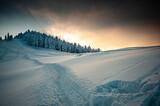 Fototapeta Na sufit - Rycerzowa z promieniami zachodzącego słońca.